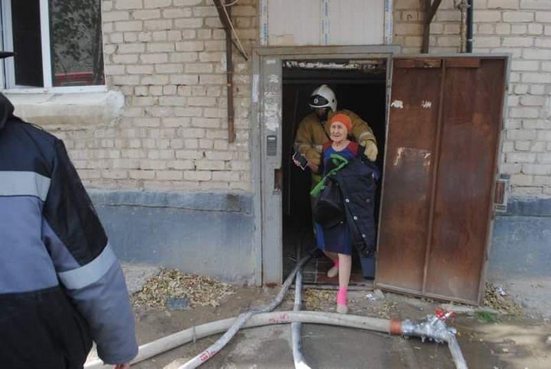 Пятерых детей эвакуировали из задымленного дома в Атырау Пятерых детей эвакуировали из задымленного дома в Атырау