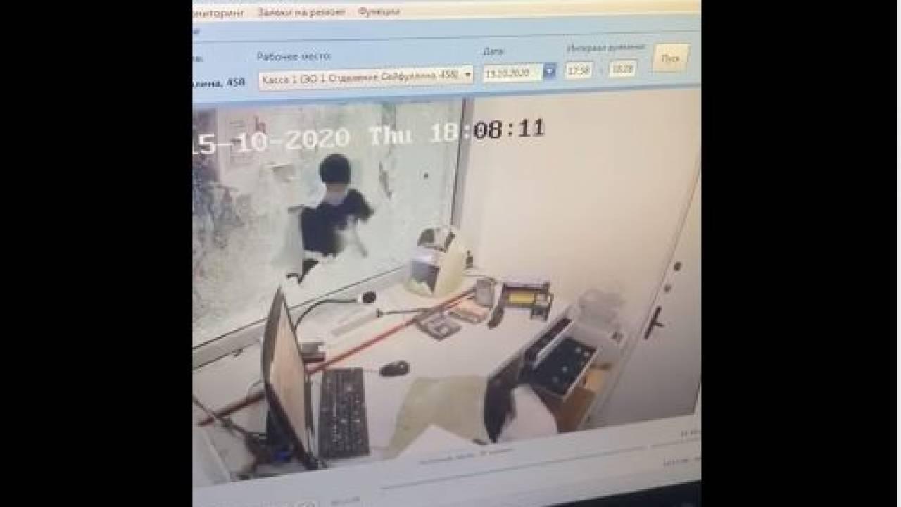 Фигурант разбойного нападения на Kaspi bank задержан в Уральске (видео) Фигурант разбойного нападения на Kaspi bank задержан в Уральске