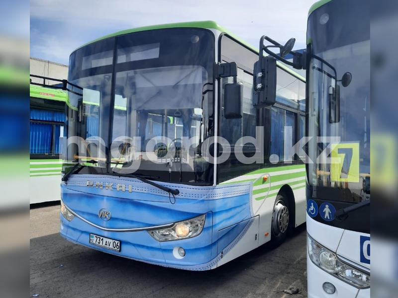 В Атырау по воскресеньям не будут работать парикмахерские и общественный транспорт В Атырау на автобусы надели маски