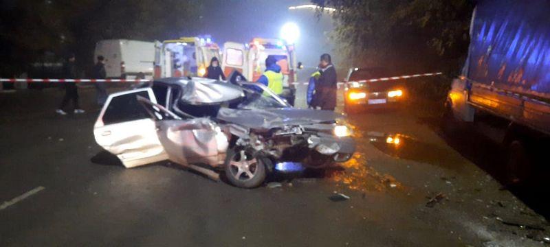 Один человек погиб и трое пострадали в страшной аварии в Уральске Один человек погиб и трое пострадали в страшной аварии в Уральске