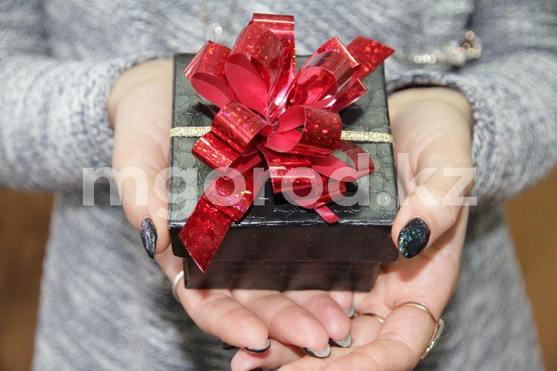В ЗКО запретили дарить подарки близким родственникам чиновников В ЗКО запретили дарить подарки близким родственникам чиновников