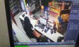 В ЗКО мужчина, угрожая ножом, ограбил АЗС (видео)