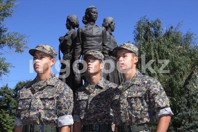 Тройняшки служат в воинской части Уральска (фото) Тройняшки служат в воинской части Уральска (фото)