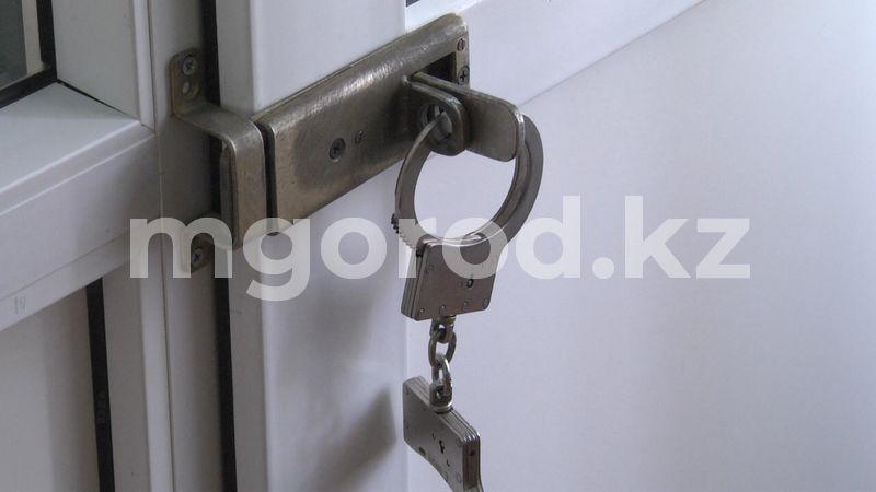 Чиновник на внедорожнике с подложными номерами совершил ДТП в Атырауской области На 10 суток арестовали чиновника, совершившего ДТП в Атырауской области