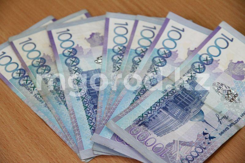Зарплаты госслужащих планируют повысить до 150 процентов в Казахстане 325 тысяч тенге украли у пенсионерки в Уральске