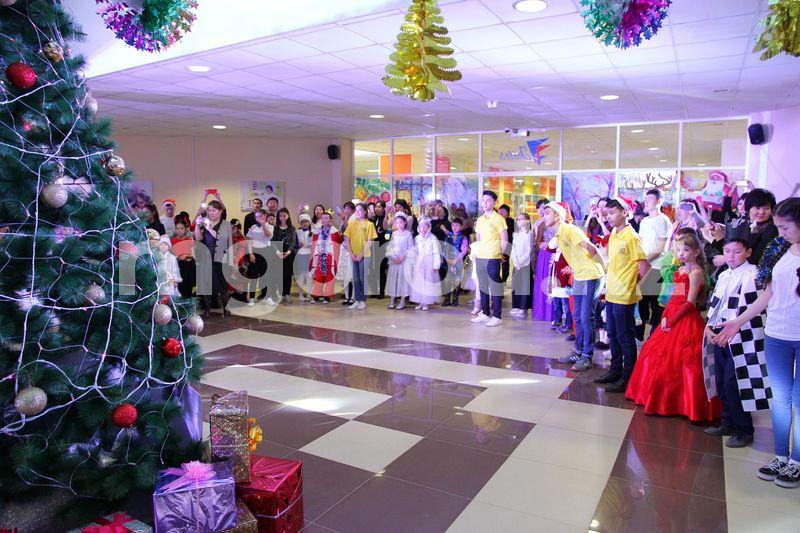 Новогодних елок в казахстанских школах не будет Новогодних елок в казахстанских школах не будет