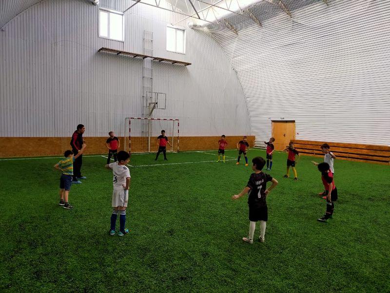 Футбольная школа «LikeСмена» в Уральске приглашает ребят на занятия Футбольная школа «LikeСмена» в Уральске приглашает ребят на занятия