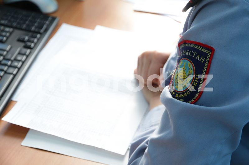 Полицейские Уральска притворились покупателями наркотиков и задержали сбытчика В Уральске родители школьницы, которую пытался увести мужчина, написали заявление в полицию