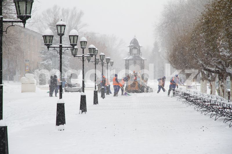 Около двух тысяч кубометров снега за сутки вывезено из Уральска Около двух тысяч кубометров снега за сутки вывезено из Уральска