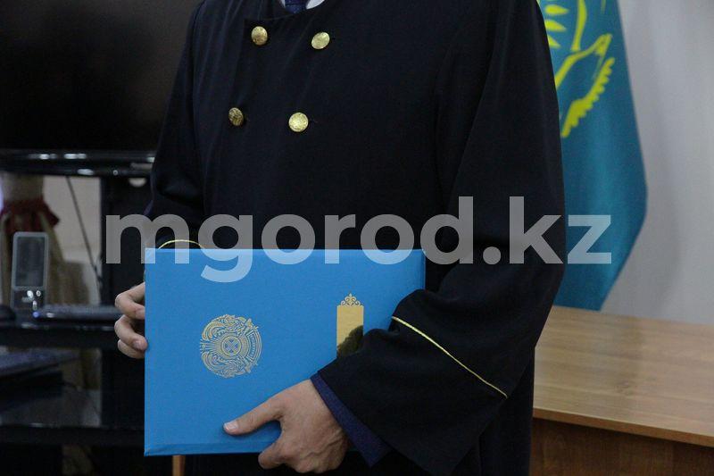 Бывшего директора детского реабилитационного центра осудили в Алматы В Актобе осудили подростка за связь с 15-летней девочкой