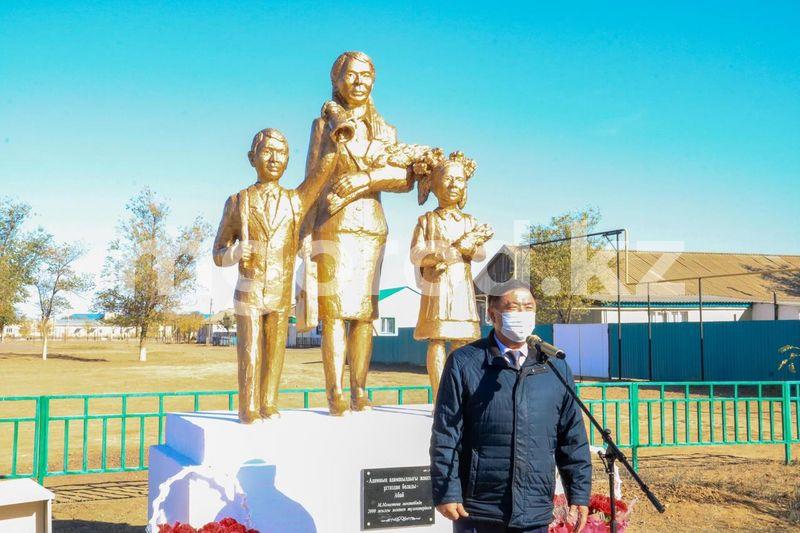 Памятник учителю появился в районе ЗКО Памятник учителю появился в районе ЗКО