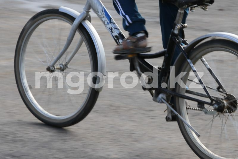 Мотоциклист сбил ребенка на велосипеде в Актюбинской области Открытую травму головы получил велосипедист в ДТП в Уральске