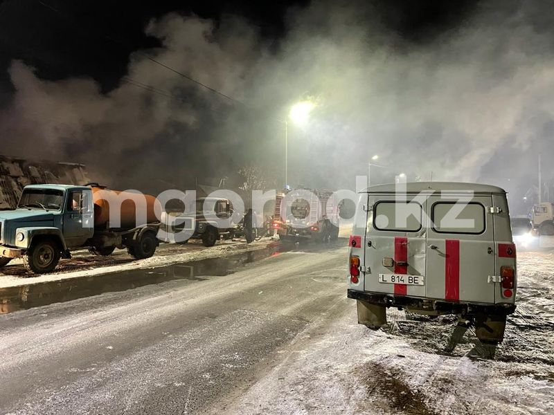 8-летний ребенок и пожилой мужчина погибли в пожаре в Уральске пожар