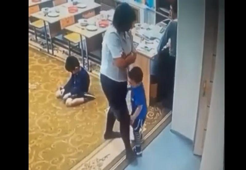 Воспитательницу, избивавшую ребенка в детском саду Атырау, приговорили к тюремному сроку Воспитательница избила малыша с задержкой развития в детском саду в Атырау (видео)