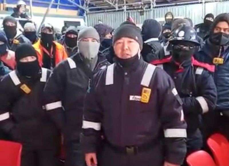 Забастовка рабочих в ЗКО: бастующим обещали выплатить премии (видео) Работники иностранной фирмы в ЗКО устроили забастовку и требуют повышения зарплаты (видео)