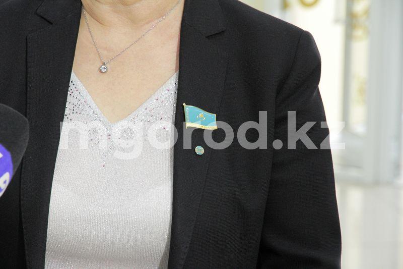 22 депутата Уральского маслихата получили удостоверения и нагрудные знаки 22 депутата Уральского маслихата получили удостоверения и нагрудные знаки