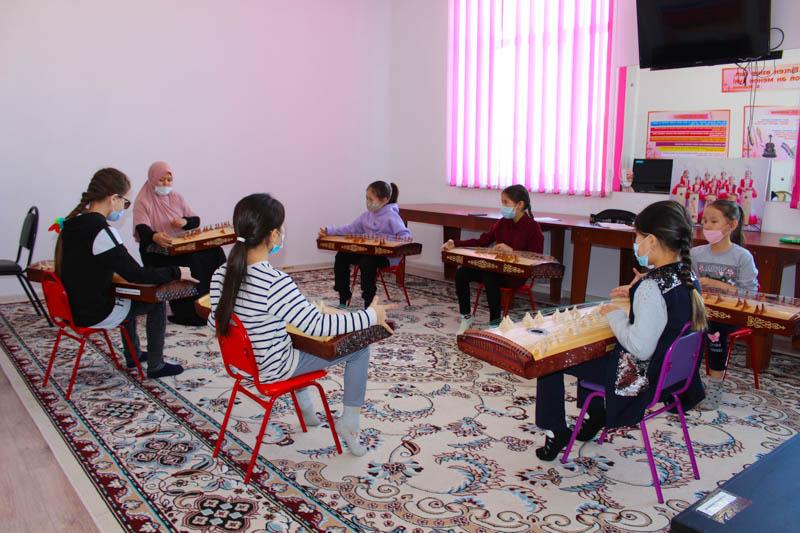 Обучаться музыкальному искусству в лучших национальных традициях приглашает детей школа «Қарақат» Обучаться музыкальному искусству в лучших национальных традициях приглашает детей школа «Қарақат»
