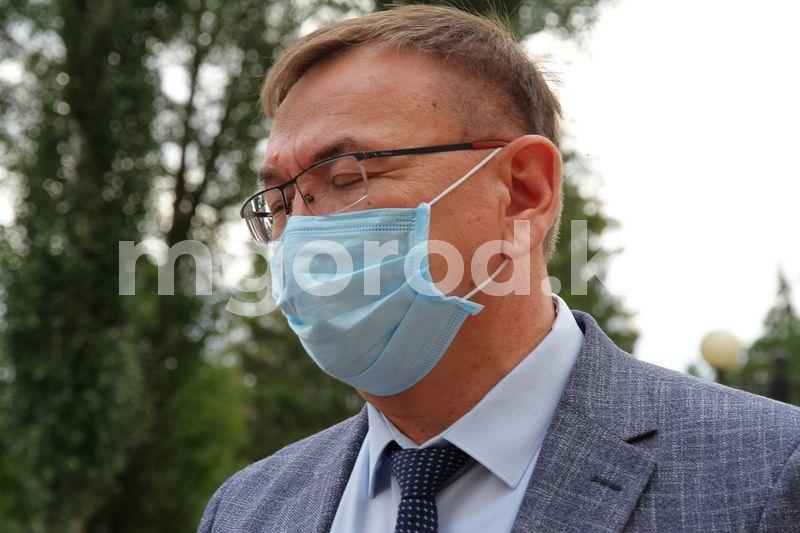 """Кто такой Айдос """"акиматовский"""", или Почему дело Каюпова вернули в прокуратуру Экс-глава облздрава ЗКО на суде заявил, что конверт с деньгами ему подарили от имени коллектива"""