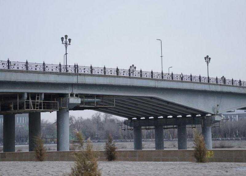 В Атырау началось обследование опор центрального моста В Атырау началось обследование опор центрального моста