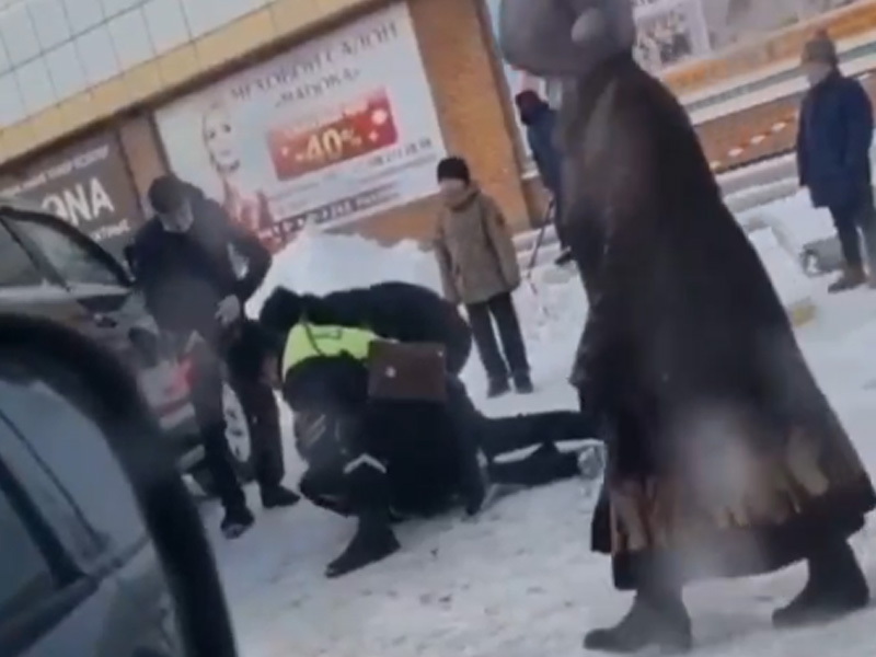 Уличного танцора задержали в Уральске Уличного танцора задержали в Уральске