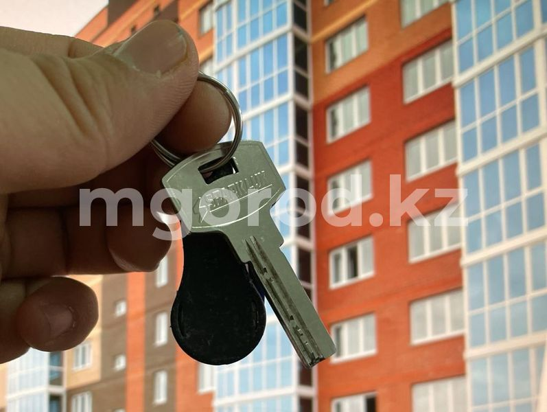 """Halyk Bank и Сбербанк приостановили приём заявок на получение жилья по программе """"Баспана хит"""" Снятие пенсионных накоплений: первый казахстанец купил жилье"""