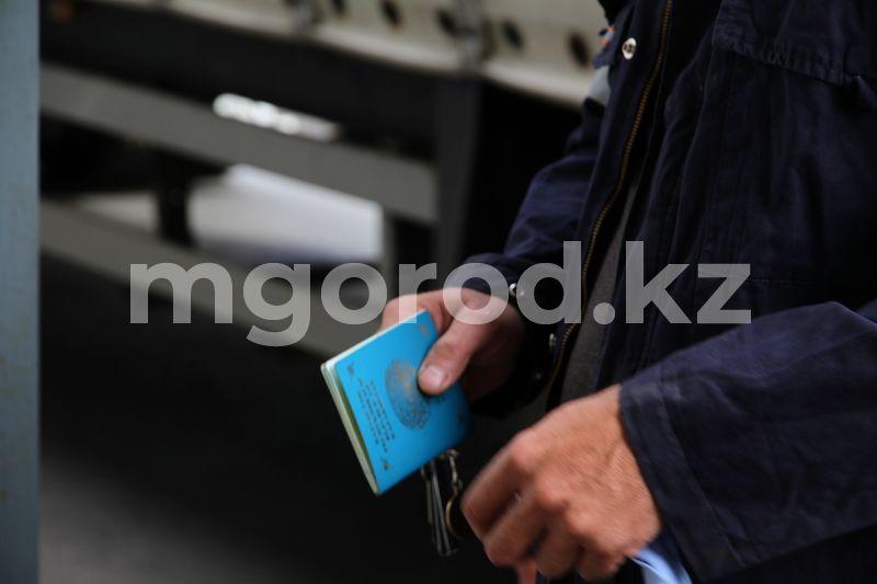 Жителей Атырау выдворили из страны за двойное гражданство У двоих госслужащих выявили двойное гражданство