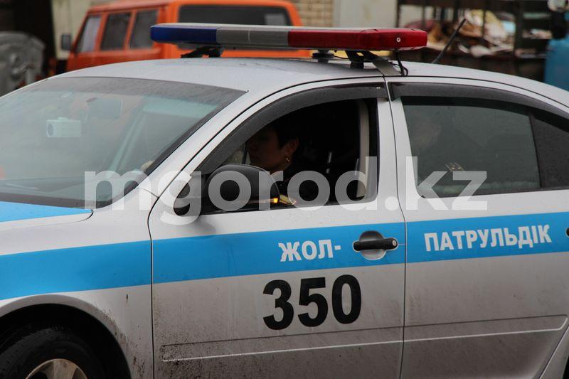 Полицейские ЗКО приняли роды в патрульной машине Полицейские ЗКО приняли роды в патрульной машине