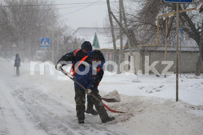 Военную технику могут использовать для уборки снега в Казахстане Как коммунальные службы Уральска очищают городские улицы от снега (фоторепортаж)