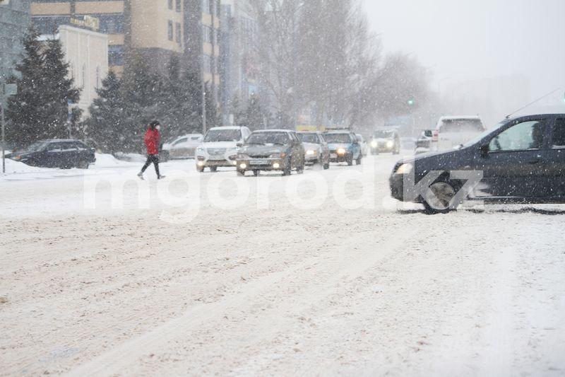 Погода на 7 марта Как коммунальные службы Уральска очищают городские улицы от снега (фоторепортаж)
