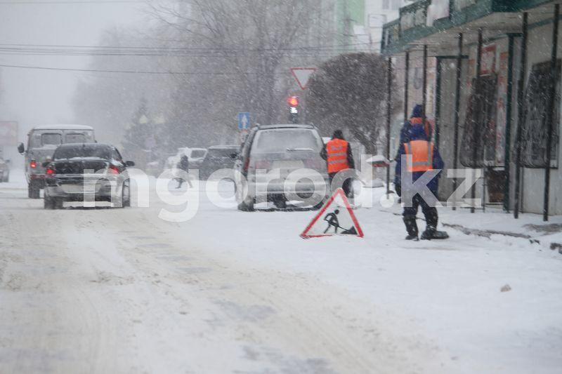Погода на 28 февраля Как коммунальные службы Уральска очищают городские улицы от снега (фоторепортаж)