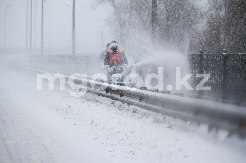 Погода на 26 февраля Как коммунальные службы Уральска очищают городские улицы от снега (фоторепортаж)