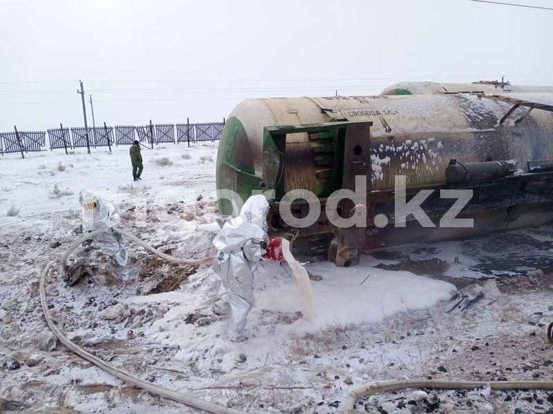 22 вагона с дизтопливом сошли с рельсов в Актюбинской области (фото, видео) 22 вагона с дизтопливом сошли с рельсов в Актюбинской области