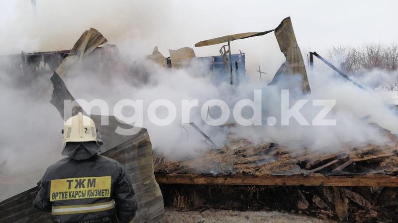 Два газовых баллона взорвались при пожаре в частном доме в Уральске (фото) Два газовых баллона взорвалось при пожаре в частном доме в Уральске