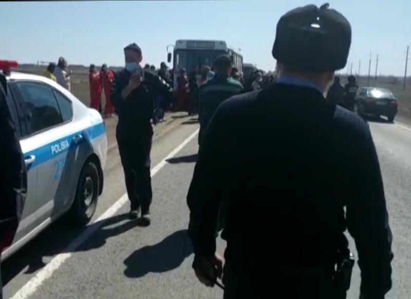 Скандал на свиноферме в Актюбинской области: чиновники встретились с бастующими рабочими Работники скандальной свинофермы в Актюбинской области потребовали встречи с акимом области