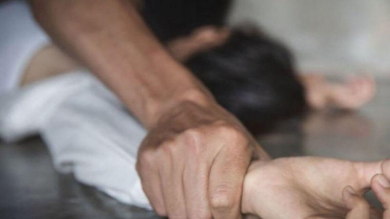 Житель Атырау преследовал и изнасиловал мать троих детей Ударил топором и повесился в туалете: житель Атырау изнасиловал мать троих детей