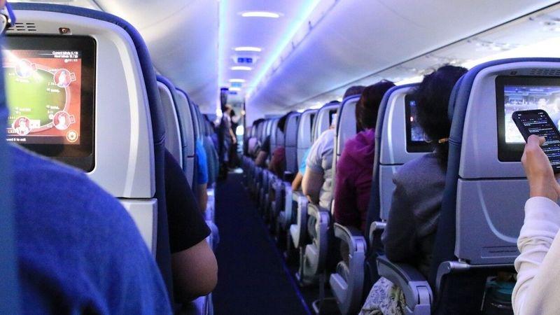 Казахстанка скончалась на борту самолёта Пассажир авиарейса Алматы-Уральск устроил дебош в самолете