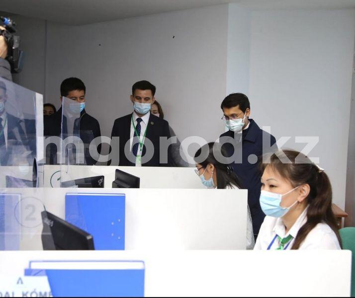 В Уральске предложили сократить время обслуживания по брони в ЦОНах Министр цифрового развития предложил сократить время обслуживания по брони в ЗКО