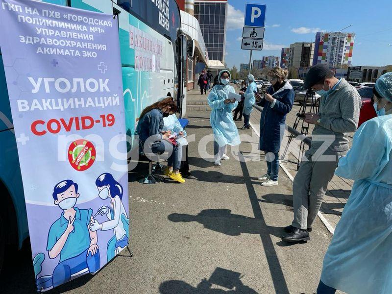 Уральцев вакцинируют от коронавируса в автобусах (фото) Уральцев стали вакцинировать в автобусах