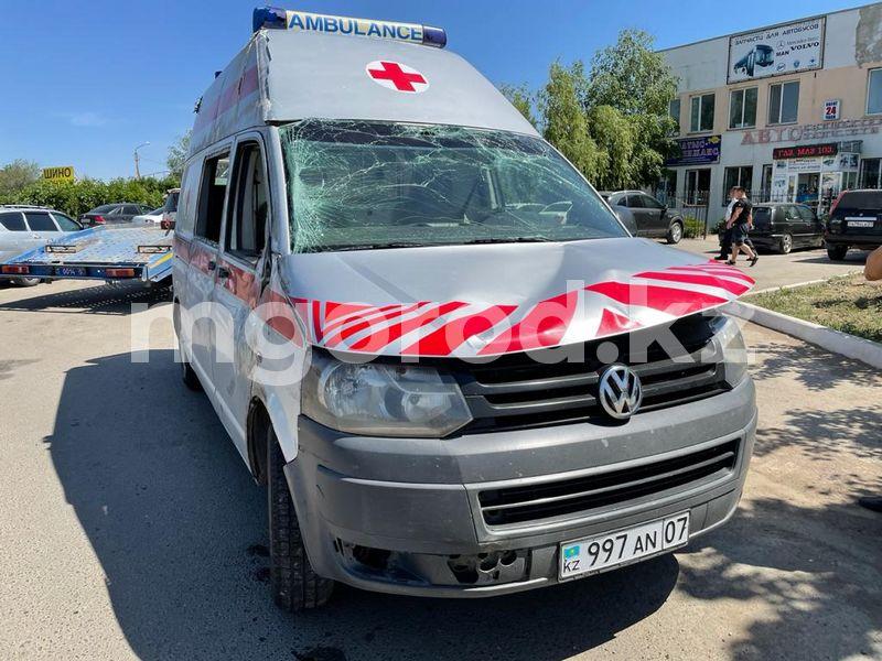 Машина скорой помощи с беременной женщиной опрокинулась в Уральске (видео) Машина скорой помощи с беременной женщиной опрокинулась в Уральске