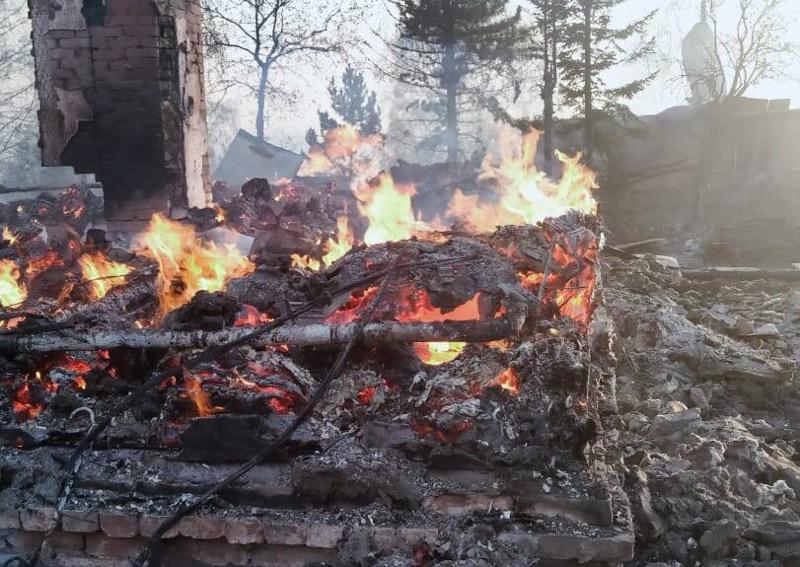 Пожар в ВКО: огонь уничтожил 35 домов, Президент поручил оказать помощь пострадавшим Пожар в ВКО: огонь уничтожил 35 домов, Президент поручил оказать помощь пострадавшим