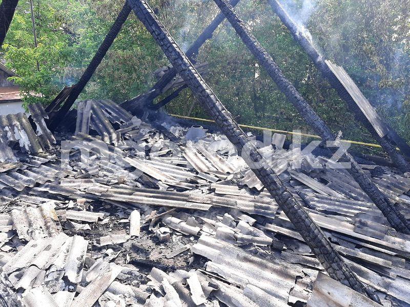 125 тонн сена сгорело из-за молнии в районе ЗКО (фото) 125 тонн сена сгорело из-за молнии в районе ЗКО (фото)