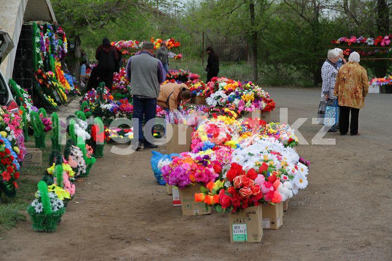 Как проходит Радоница в Уральске (фото) Как проходит Родительский день в Уральске (фото)