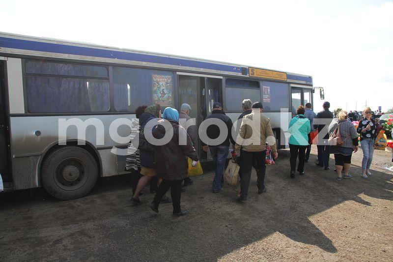 В Уральске на Радоницу продлят маршруты автобусов до кладбища Для уральцев продлят маршруты автобусов до кладбища на Радоницу