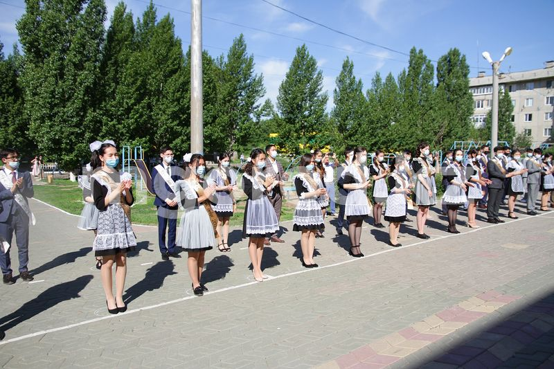 2285 выпускников уральских школ получили аттестаты 2285 выпускников уральских школ получили аттестаты