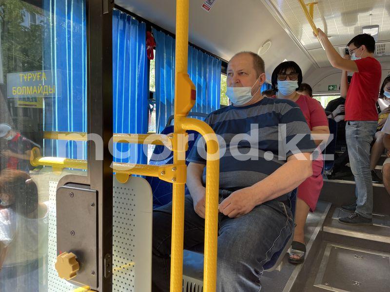 Презентованный накануне новый автобус сошел с линии в Уральске Презентованный накануне новый автобус сошел с линии в Уральске