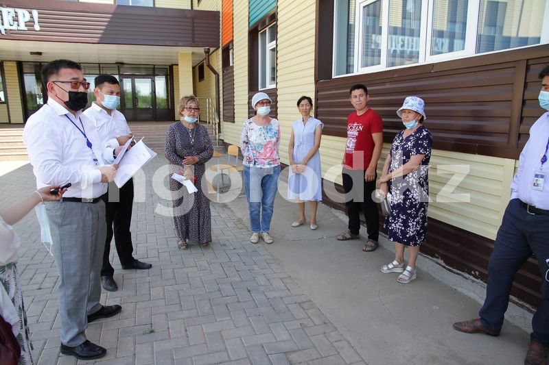 Бастовавшим жителям Деркула пообещали начать строительство дорог с 25 июня Жители микрорайона в Уральске дождались строительства дорог