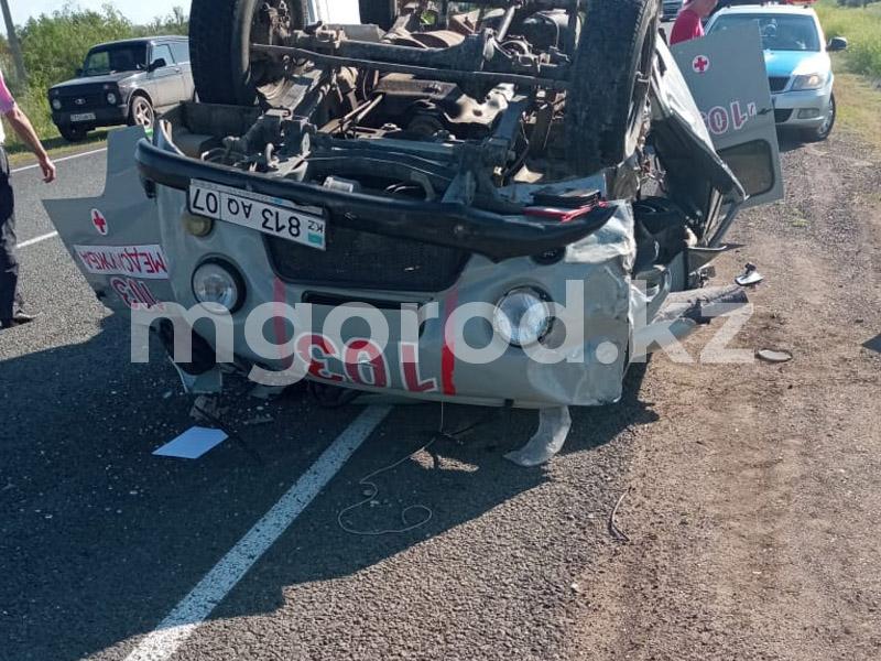 Два человека пострадали при столкновении экскаватора и машины скорой помощи (фото) Два человека пострадали при столкновении экскаватора и машины скорой помощи