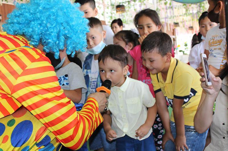 Ресторан «Қоржын» устроил грандиозный праздник для детей из малоимущих семей Ресторан «Қоржын» устроил грандиозный праздник для детей из малоимущих семей