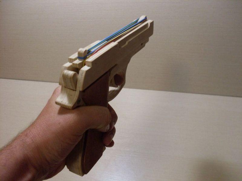Мужчина пришел грабить магазин с игрушечным пистолетом Мужчина пришел грабить магазин с игрушечным пистолетом