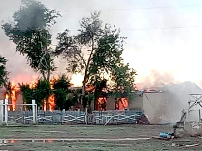 В Актюбинской области из-за удара молнии горел клуб (видео) В Актюбинской области из-за удара молнии сгорел клуб